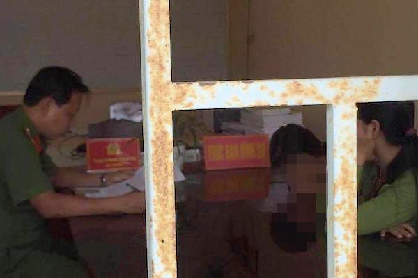 Cảnh sát điều tra người đàn ông hơn 50 tuổi 'nựng' nữ sinh lớp 4 Ảnh 1