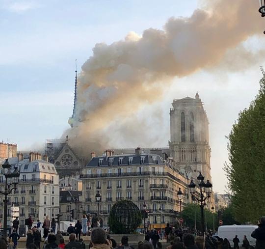 Cháy Nhà thờ Đức Bà ở Paris: Vì sao không thể chữa cháy từ trên không? Ảnh 5