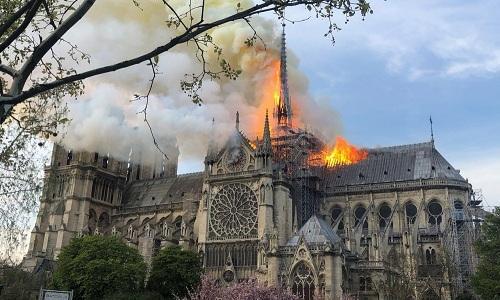 Hàng loạt giới trẻ Việt Nam đăng ảnh check-in Nhà thờ Đức Bà Paris, bày tỏ sự nuối tiếc trước vụ cháy kinh hoàng Ảnh 1