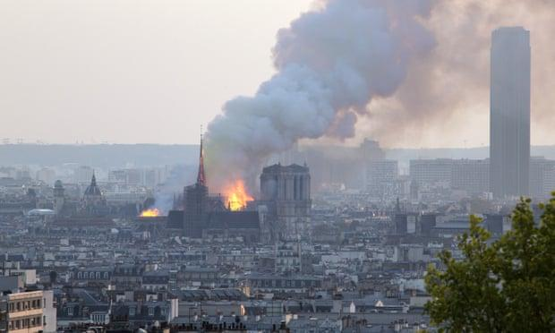 Người dân đau đớn nhìn 'Trái tim nước Pháp' chìm trong biển lửa Ảnh 3