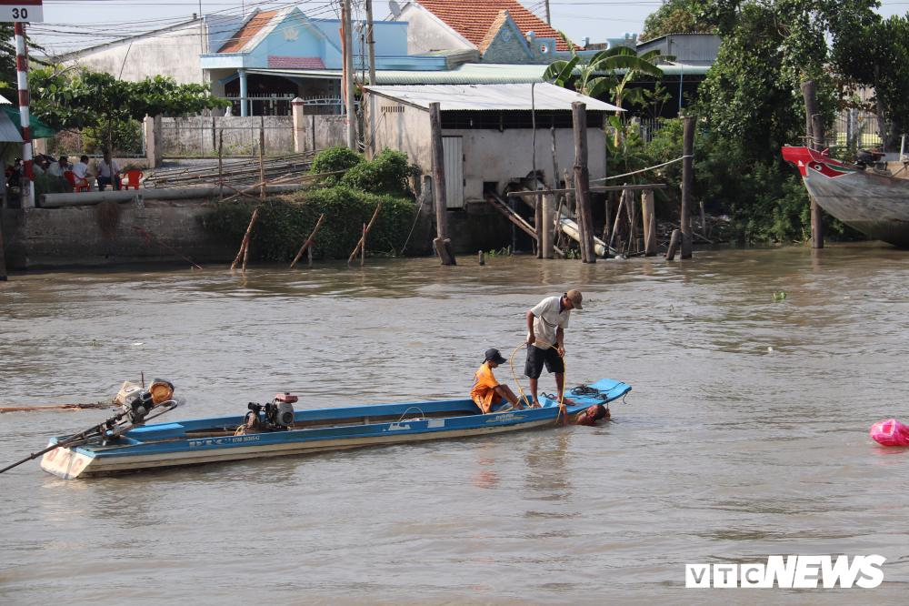 Bờ sông sạt lở, nuốt chửng nhiều nhà dân ở Cần Thơ Ảnh 5