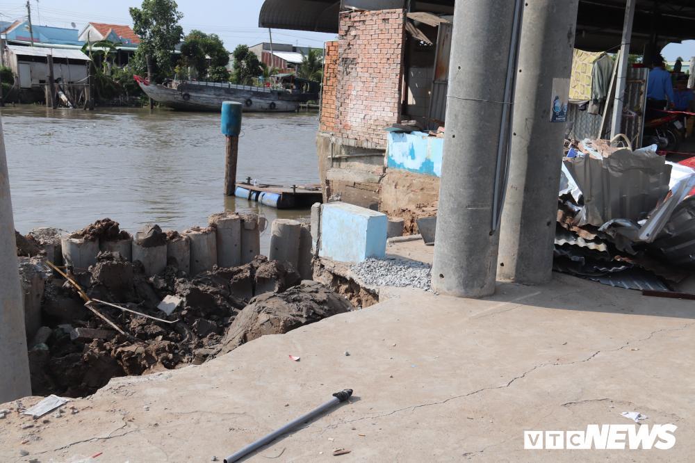 Bờ sông sạt lở, nuốt chửng nhiều nhà dân ở Cần Thơ Ảnh 4