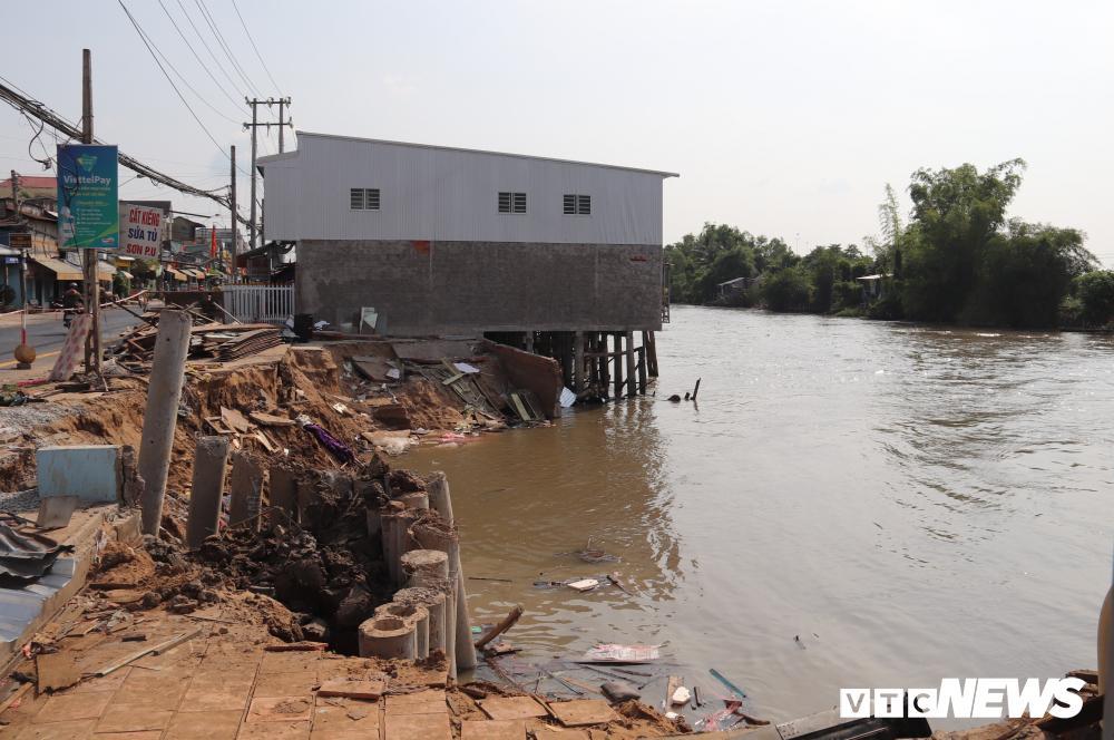 Bờ sông sạt lở, nuốt chửng nhiều nhà dân ở Cần Thơ Ảnh 1