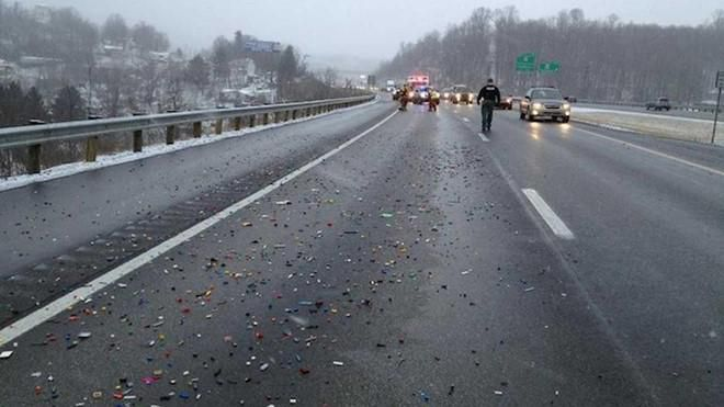 Tài xế khốn khổ với những sự cố hy hữu trên đường cao tốc Ảnh 7