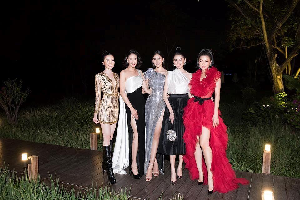 H'Hen Niê lộng lẫy đọ sắc Hoa hậu Tiểu Vy gợi cảm khiến fans 'phát sốt' Ảnh 10