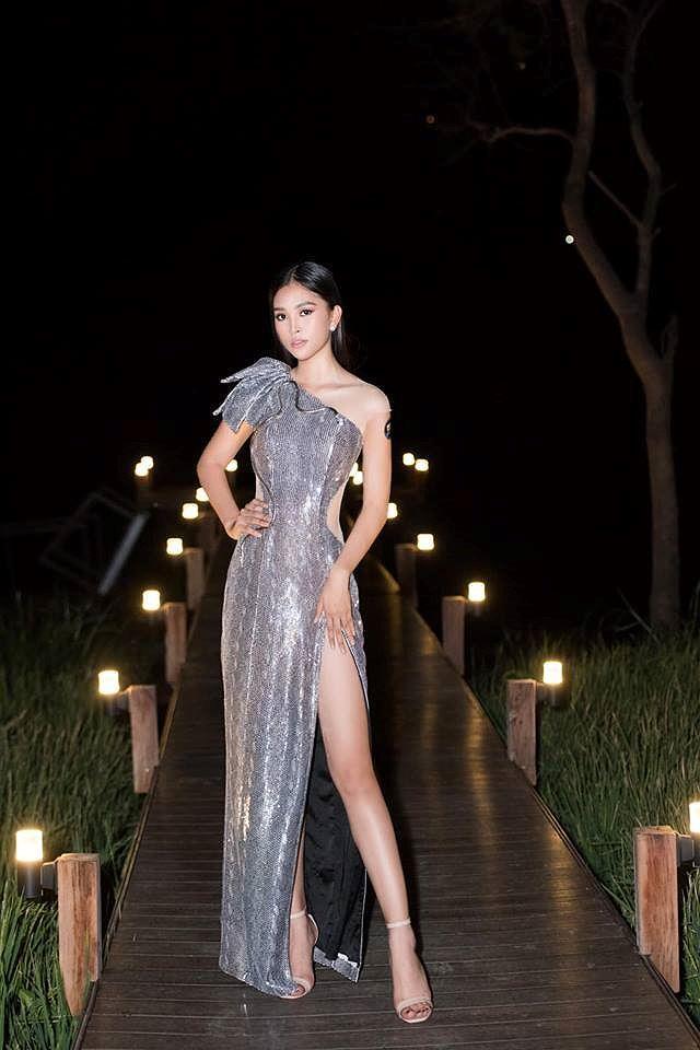 H'Hen Niê lộng lẫy đọ sắc Hoa hậu Tiểu Vy gợi cảm khiến fans 'phát sốt' Ảnh 5