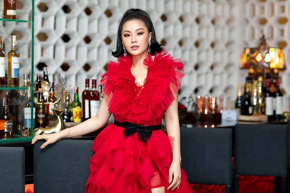 H'Hen Niê lộng lẫy đọ sắc Hoa hậu Tiểu Vy gợi cảm khiến fans 'phát sốt' Ảnh 15