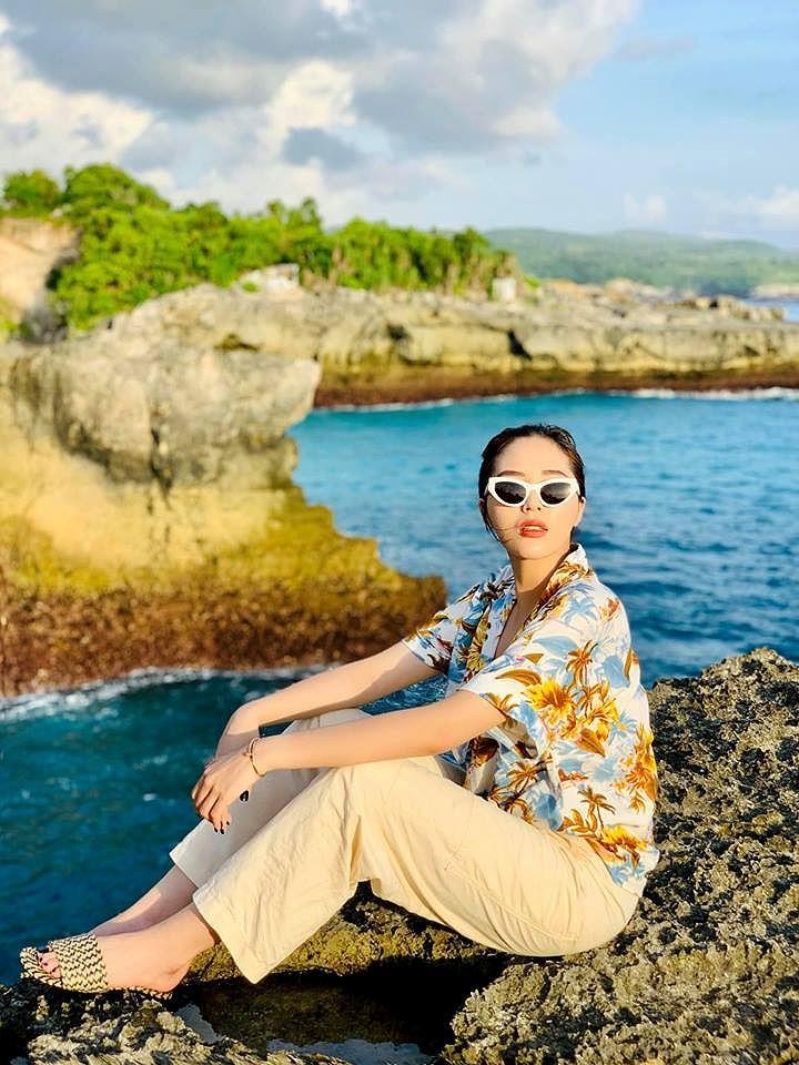 H'Hen Niê lộng lẫy đọ sắc Hoa hậu Tiểu Vy gợi cảm khiến fans 'phát sốt' Ảnh 18