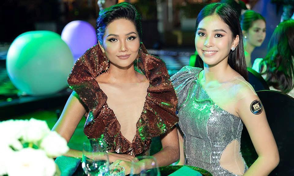 H'Hen Niê lộng lẫy đọ sắc Hoa hậu Tiểu Vy gợi cảm khiến fans 'phát sốt' Ảnh 6