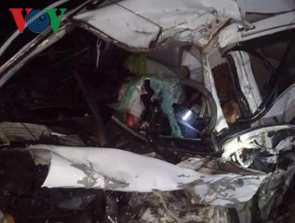 Xe con va chạm xe khách giường nằm, 2 người tử vong tại chỗ Ảnh 1