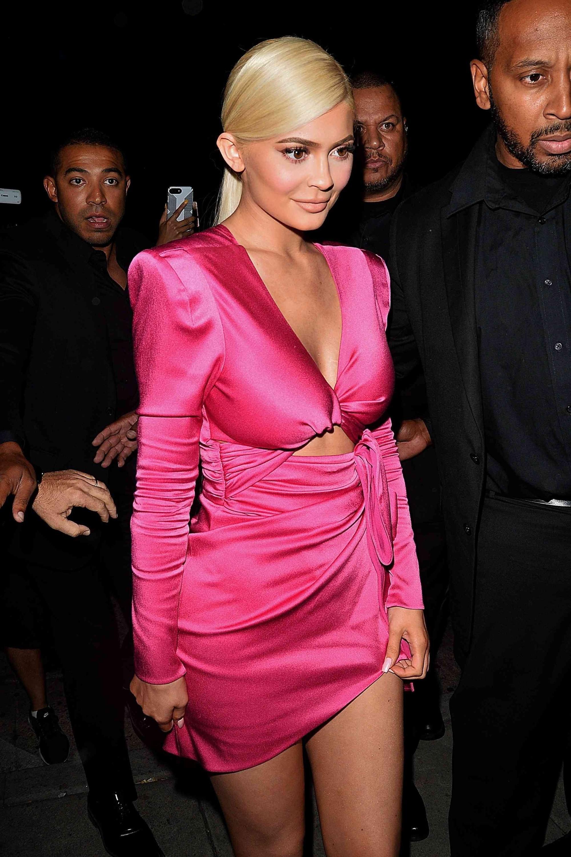 Giữa nghi vấn đạo nhạc, Min lại dính lùm xùm mặc váy nhái giống tỉ phú Kylie Jenner Ảnh 2