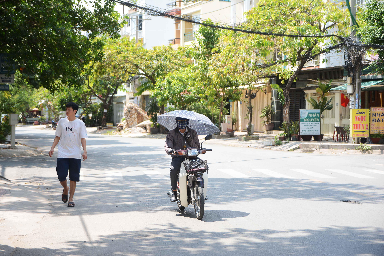 Người Sài Gòn chịu đựng nóng chưa từng có: Chống nóng ngộ nghĩnh, coi chừng phạm luật Ảnh 3