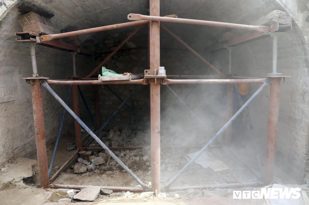 Vòm cầu đá trăm tuổi được đục thông trên phố cổ Hà Nội Ảnh 6