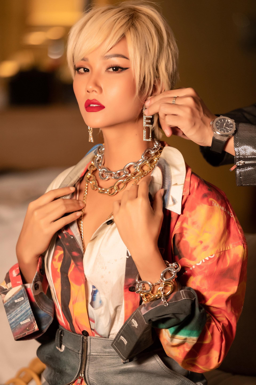 H'Hen Niê đẹp hết nấc với tóc bạch kim, nàng hậu phá cách nhất trước giờ là đây chứ đâu Ảnh 2