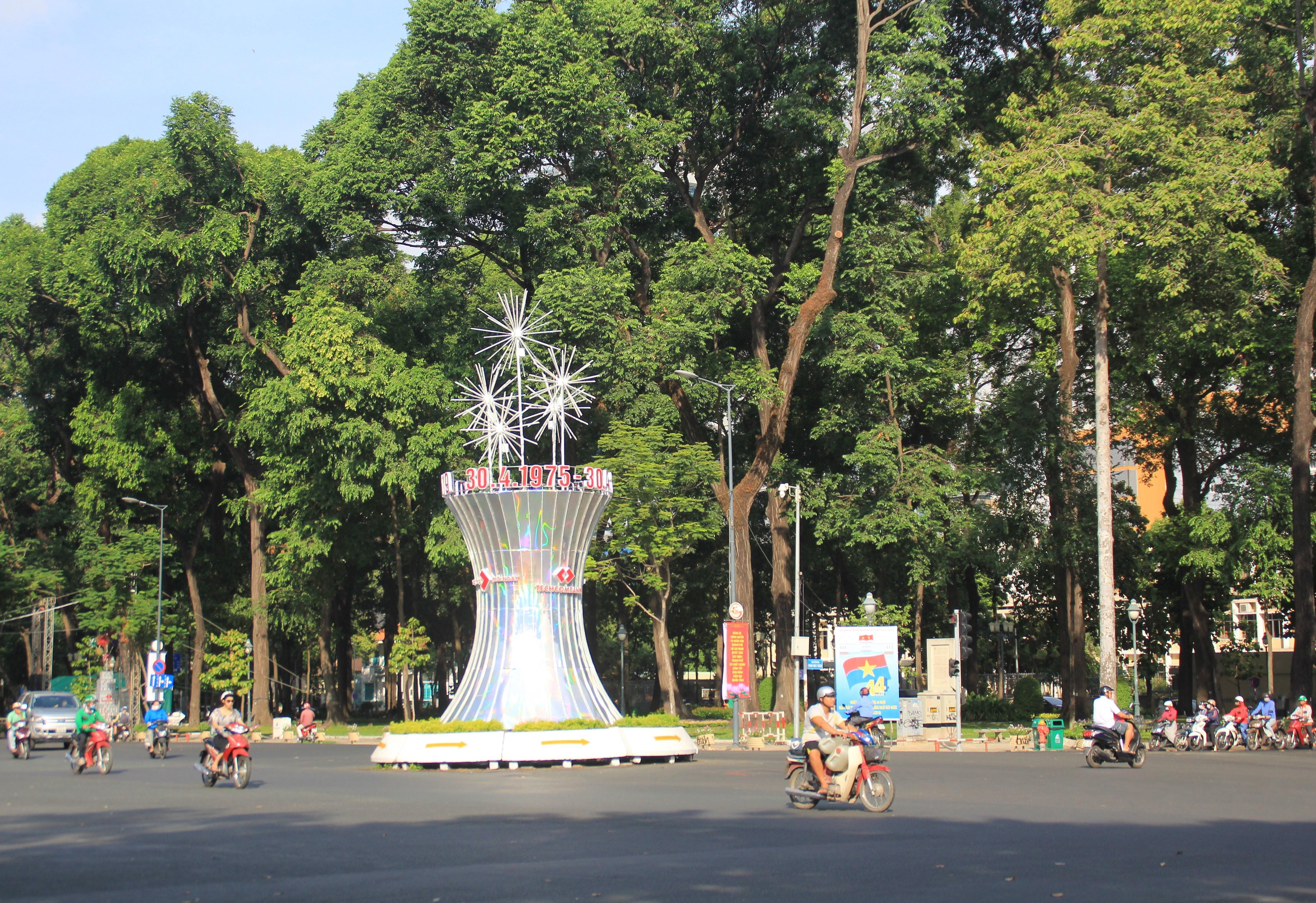 Khung cảnh yên ả ở Sài Gòn ngày đầu kỳ nghỉ lễ 30/4 và 1/5 Ảnh 2