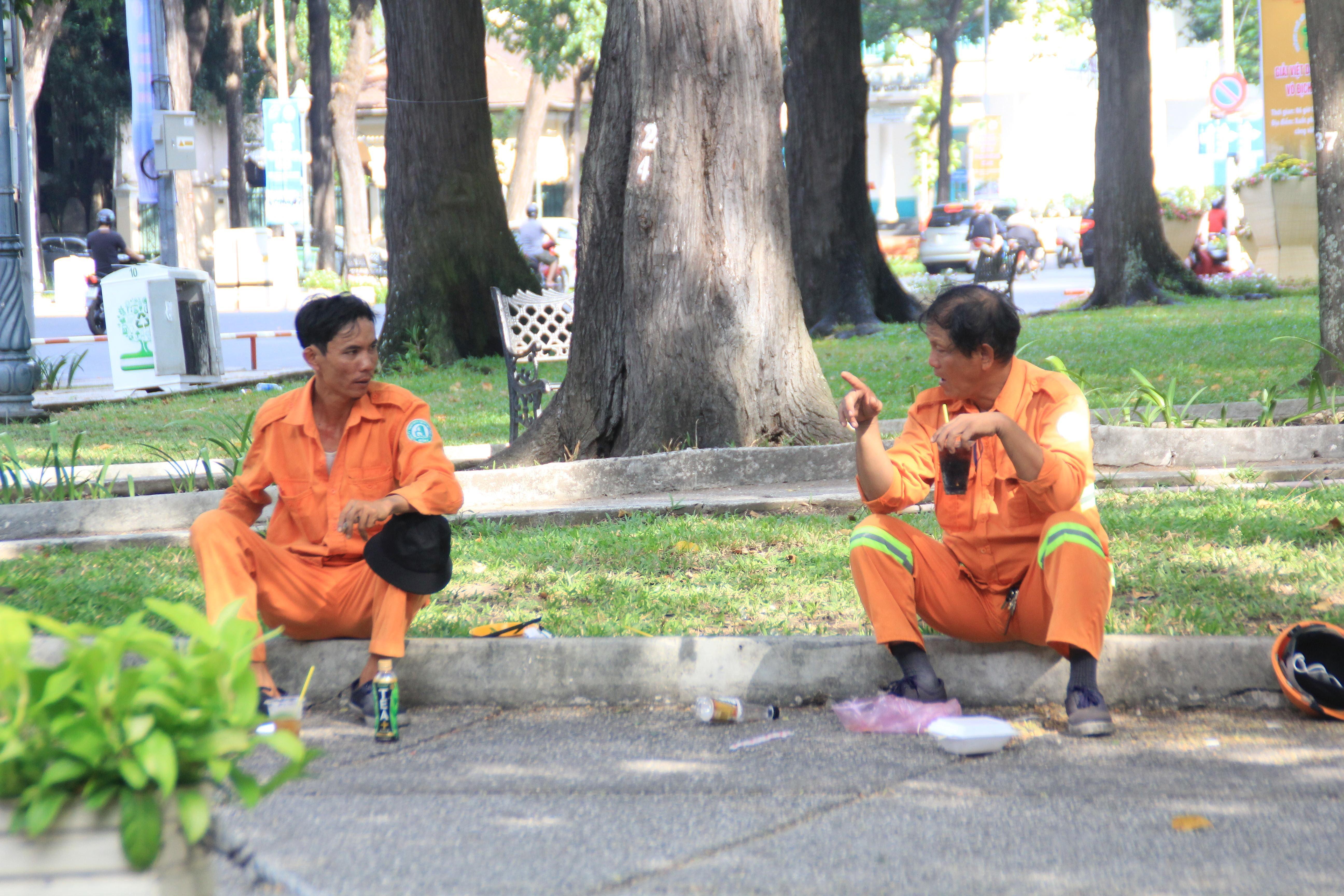 Khung cảnh yên ả ở Sài Gòn ngày đầu kỳ nghỉ lễ 30/4 và 1/5 Ảnh 8