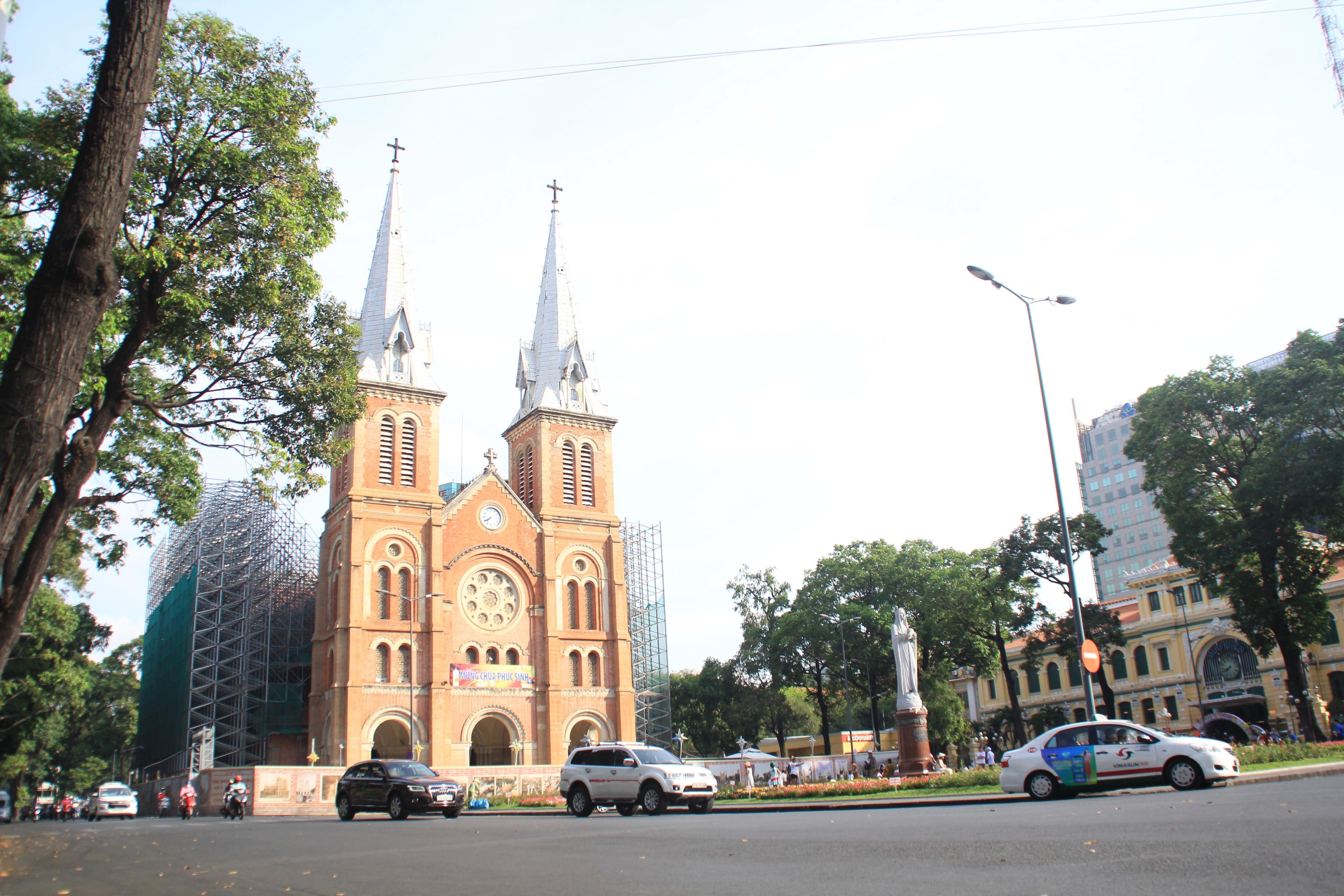 Khung cảnh yên ả ở Sài Gòn ngày đầu kỳ nghỉ lễ 30/4 và 1/5 Ảnh 1