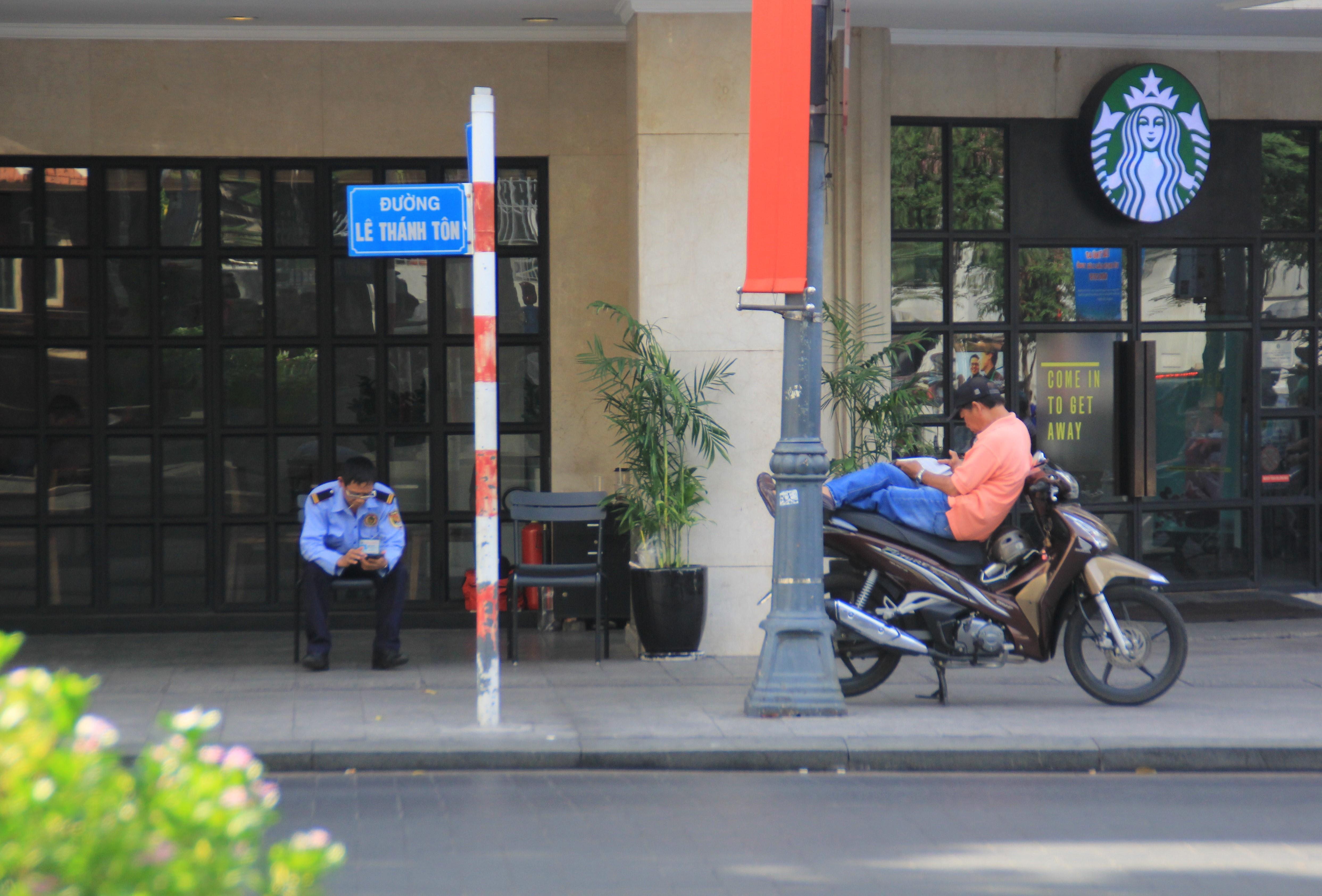 Khung cảnh yên ả ở Sài Gòn ngày đầu kỳ nghỉ lễ 30/4 và 1/5 Ảnh 10