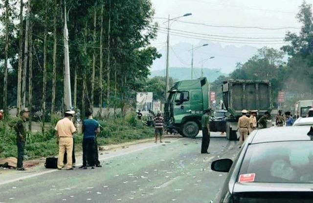 Xe đầu kéo tông ngang xe khách khiến 6 người thương vong Ảnh 1