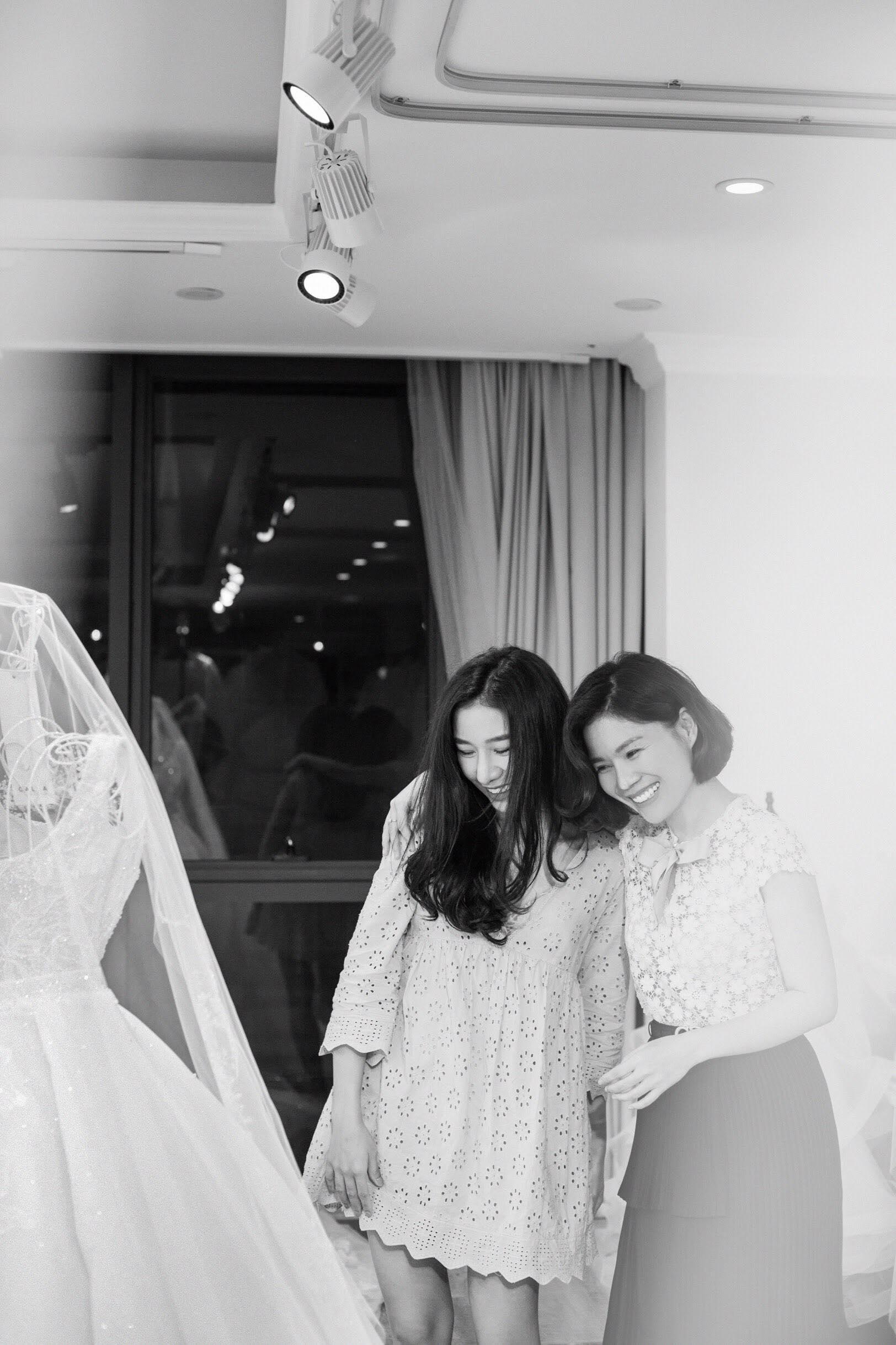 NTK váy cưới của 'ái nữ' bầu Đệ: 'Nhận được đầm cưới, cô dâu đã bật khóc'! Ảnh 1