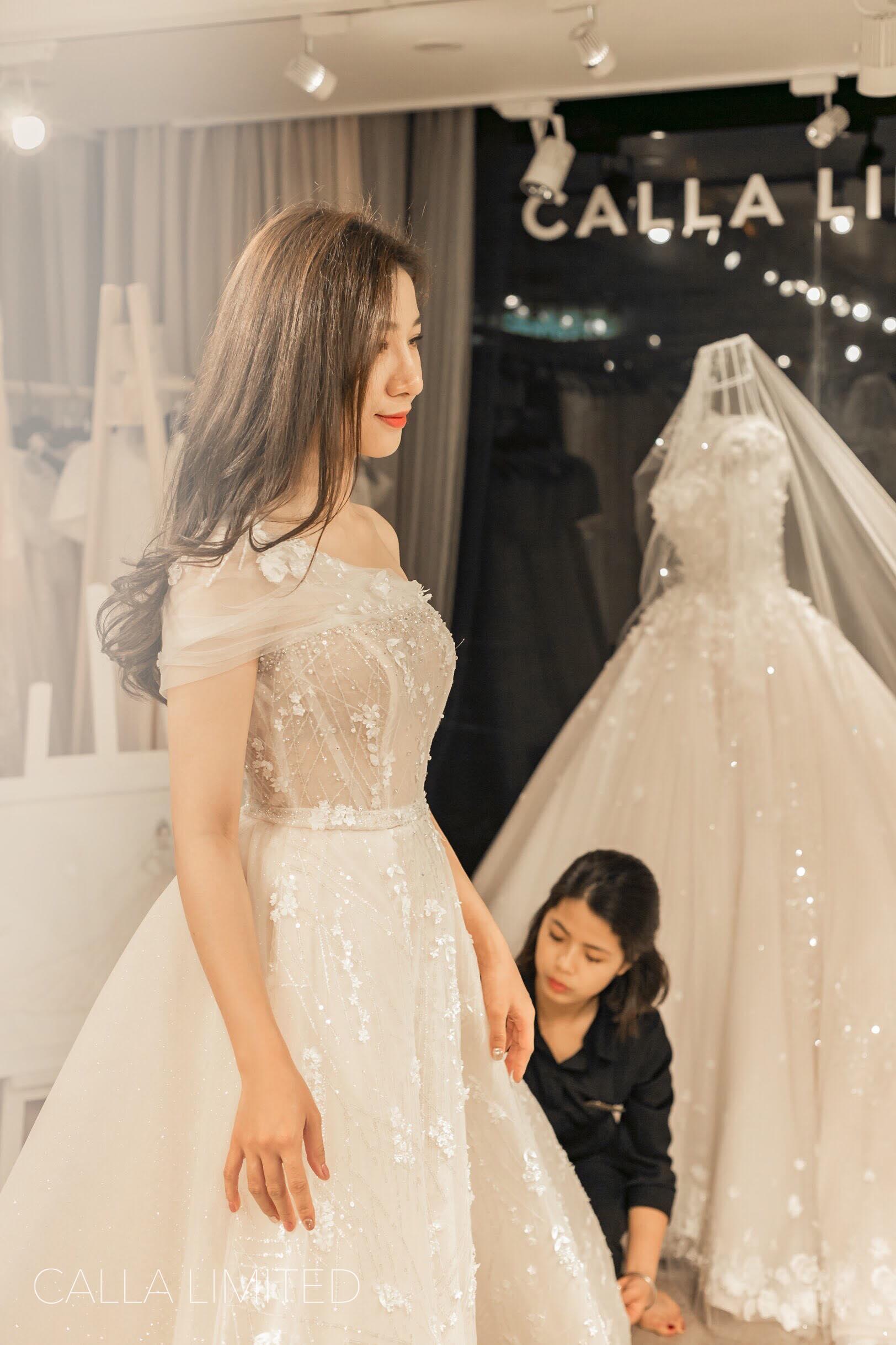 NTK váy cưới của 'ái nữ' bầu Đệ: 'Nhận được đầm cưới, cô dâu đã bật khóc'! Ảnh 3