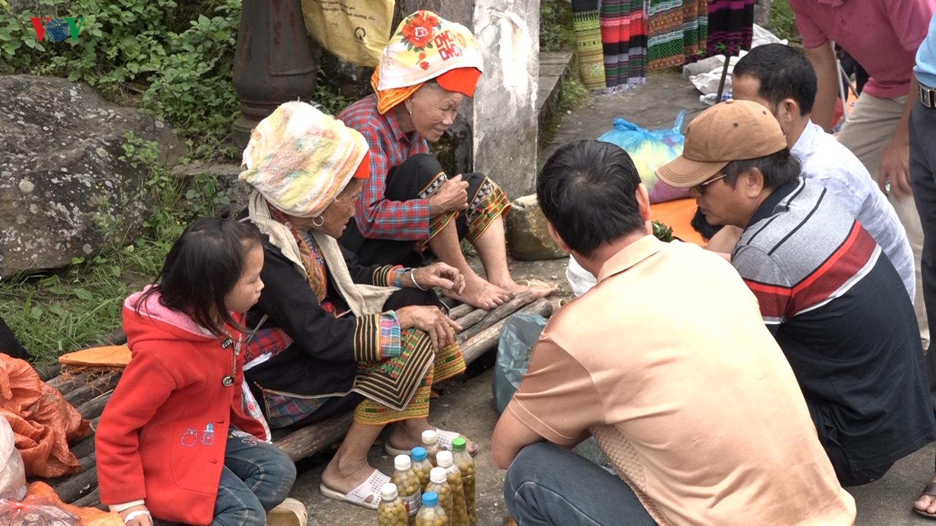 Nhiều hoạt động văn hóa thu hút khách du lịch đến Mẫu Sơn Ảnh 2
