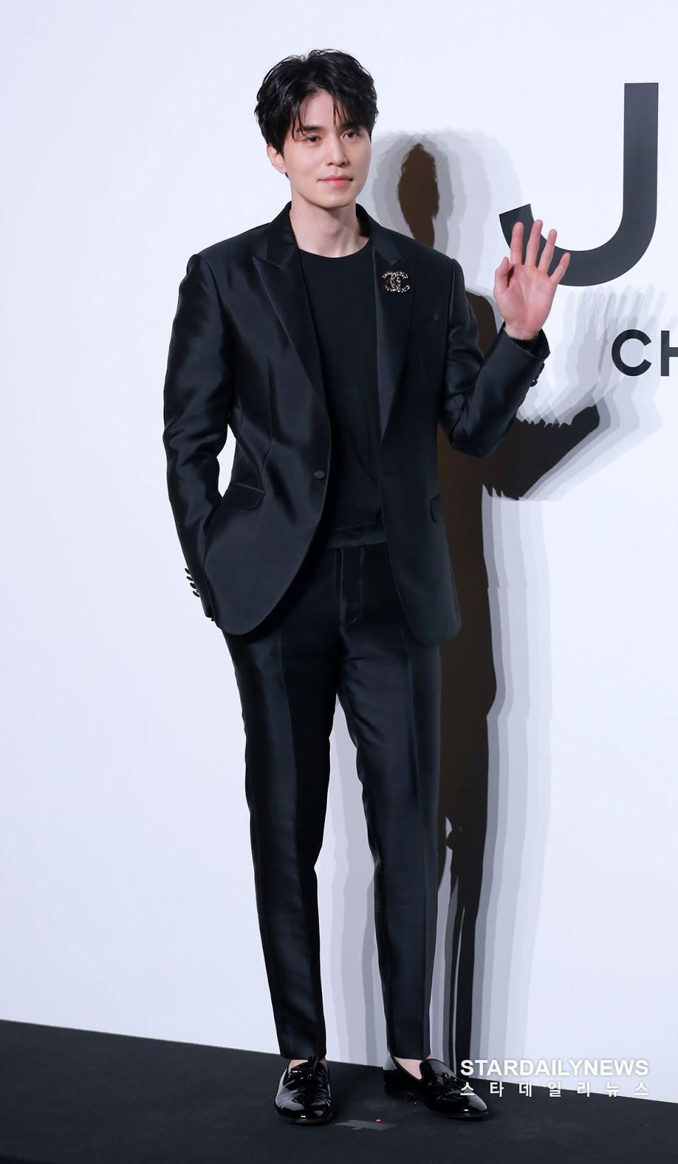 'Thần chết' Lee Dong Wook diện cả 'cây đen' hiến người ham mộ 'đổ rầm rầm' trước nhan sắc đỉnh cao Ảnh 3