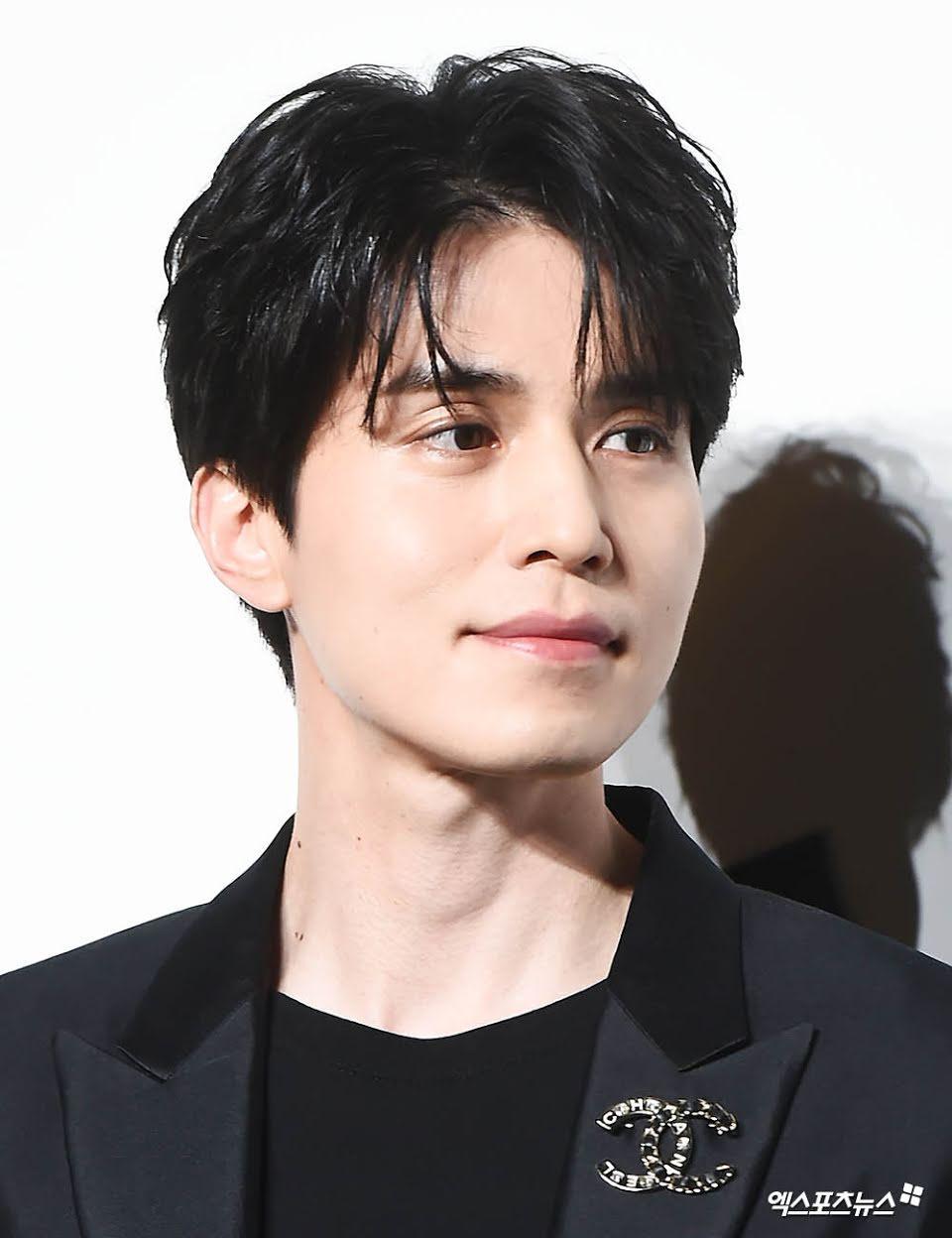 'Thần chết' Lee Dong Wook diện cả 'cây đen' hiến người ham mộ 'đổ rầm rầm' trước nhan sắc đỉnh cao Ảnh 2