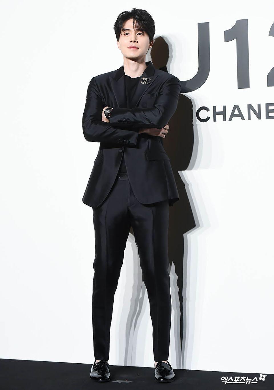 'Thần chết' Lee Dong Wook diện cả 'cây đen' hiến người ham mộ 'đổ rầm rầm' trước nhan sắc đỉnh cao Ảnh 4