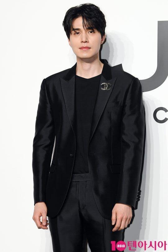 'Thần chết' Lee Dong Wook diện cả 'cây đen' hiến người ham mộ 'đổ rầm rầm' trước nhan sắc đỉnh cao Ảnh 8