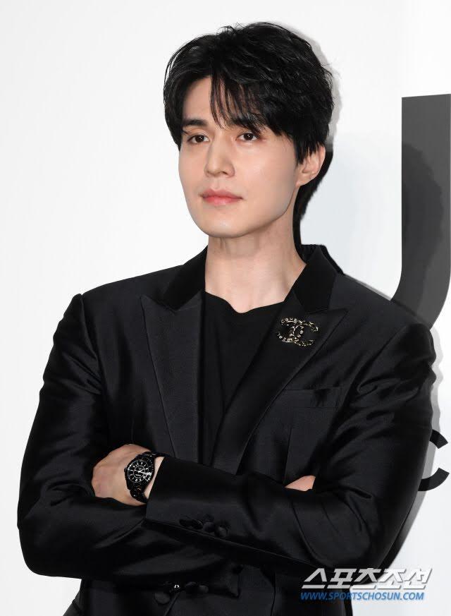 'Thần chết' Lee Dong Wook diện cả 'cây đen' hiến người ham mộ 'đổ rầm rầm' trước nhan sắc đỉnh cao Ảnh 6