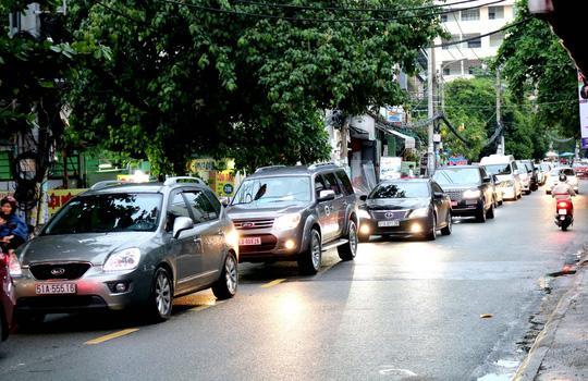 TP HCM: Hết lội nước, ngàn người tiếp tục bơ phờ bởi kẹt xe sau mưa lớn Ảnh 6