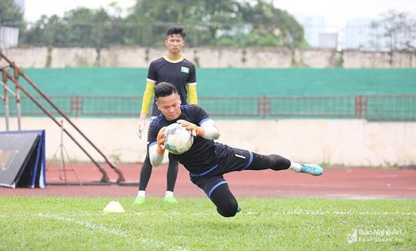 Sông Lam Nghệ An đôn 2 cầu thủ trẻ lên tập luyện Ảnh 2