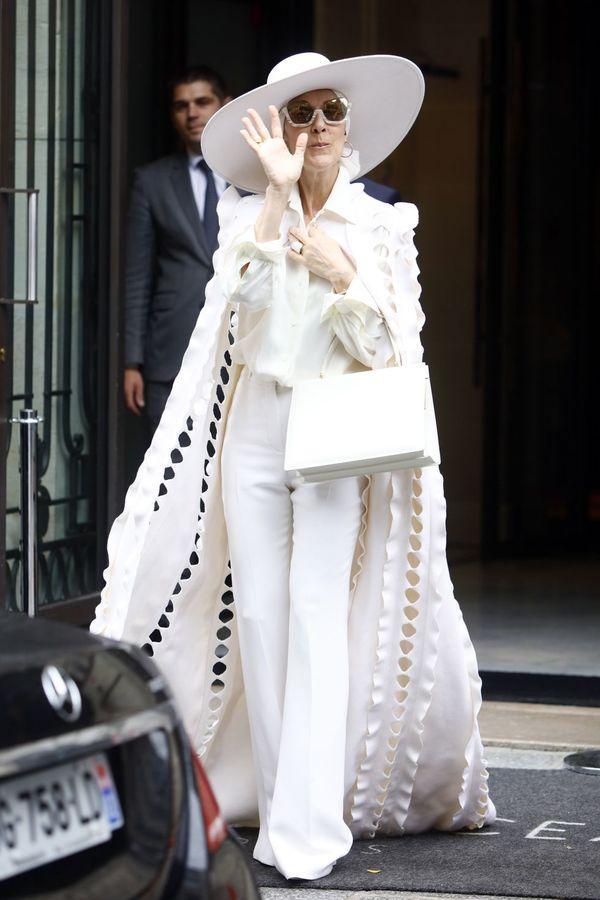 Dù là ngưỡng mộ hay tranh cãi, không ai có thể phủ nhận phong cách thời trang độc nhất của Celine Dion Ảnh 24