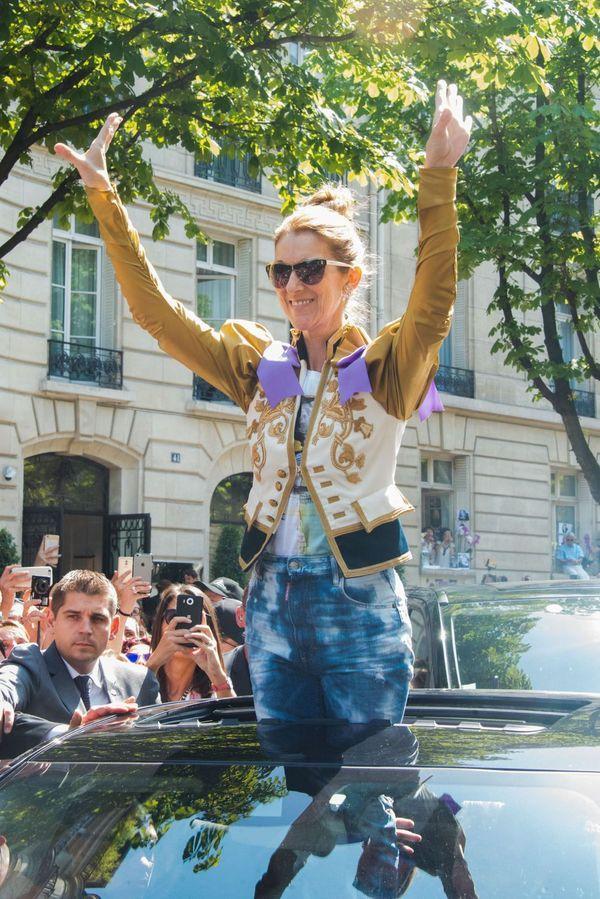 Dù là ngưỡng mộ hay tranh cãi, không ai có thể phủ nhận phong cách thời trang độc nhất của Celine Dion Ảnh 22