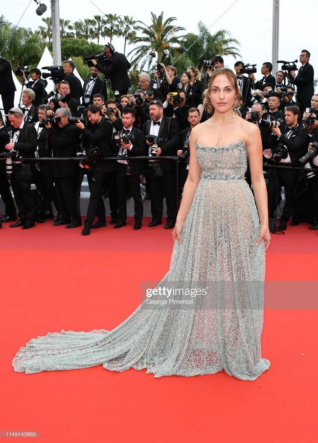 Chiêu mặc hở hang, rẻ tiền để nổi tiếng của sao vô danh trên thảm đỏ Cannes 2019 Ảnh 1