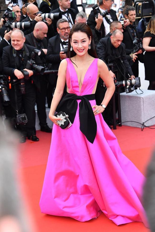 Chiêu mặc hở hang, rẻ tiền để nổi tiếng của sao vô danh trên thảm đỏ Cannes 2019 Ảnh 12