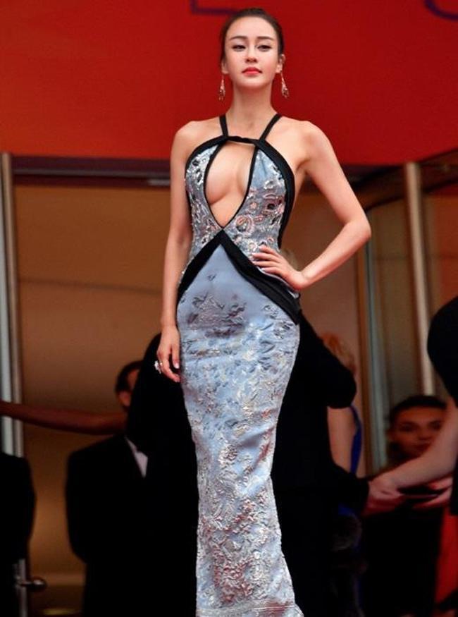 Chiêu mặc hở hang, rẻ tiền để nổi tiếng của sao vô danh trên thảm đỏ Cannes 2019 Ảnh 10