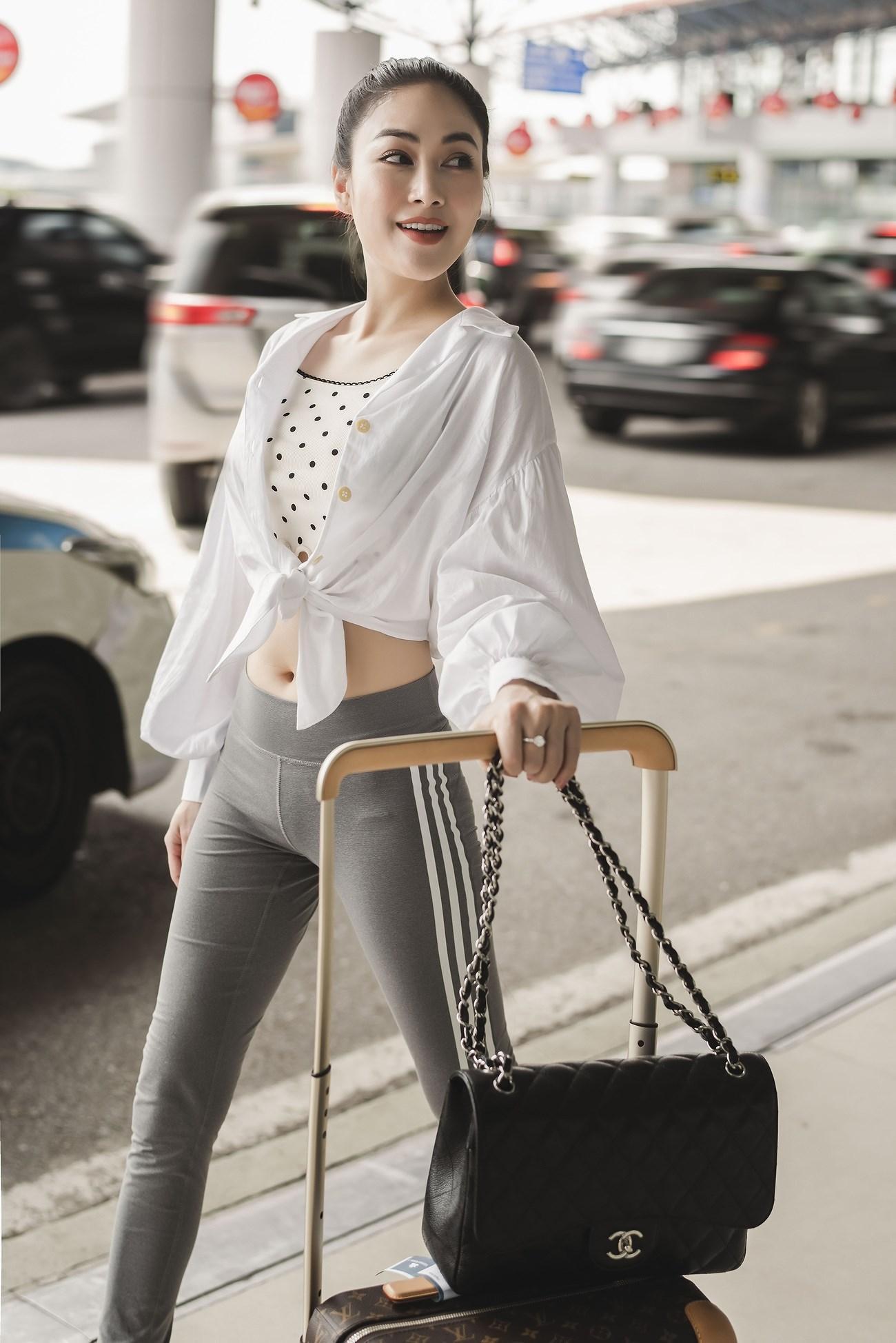 Người đẹp xứ Thanh mang 50kg trang phục tham dự LHP Cannes Ảnh 3
