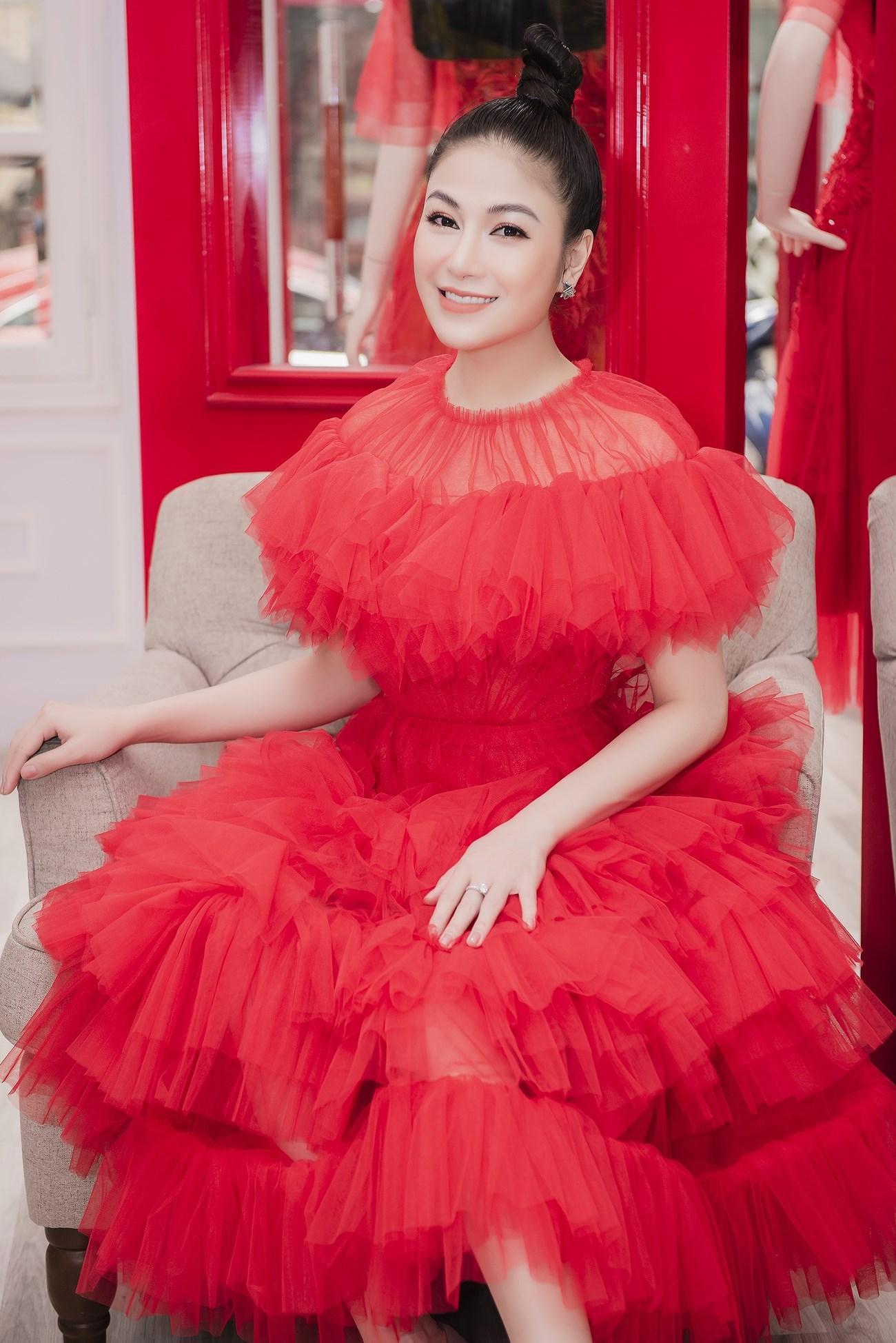 Người đẹp xứ Thanh mang 50kg trang phục tham dự LHP Cannes Ảnh 8
