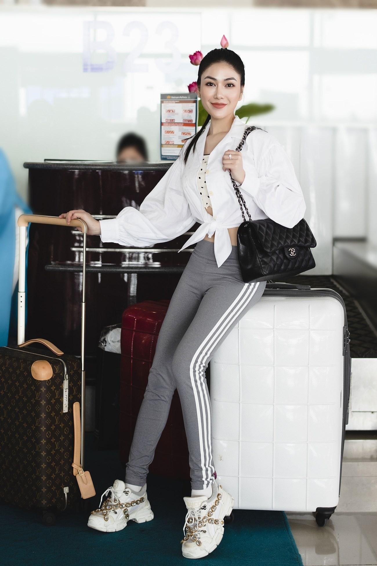 Người đẹp xứ Thanh mang 50kg trang phục tham dự LHP Cannes Ảnh 2