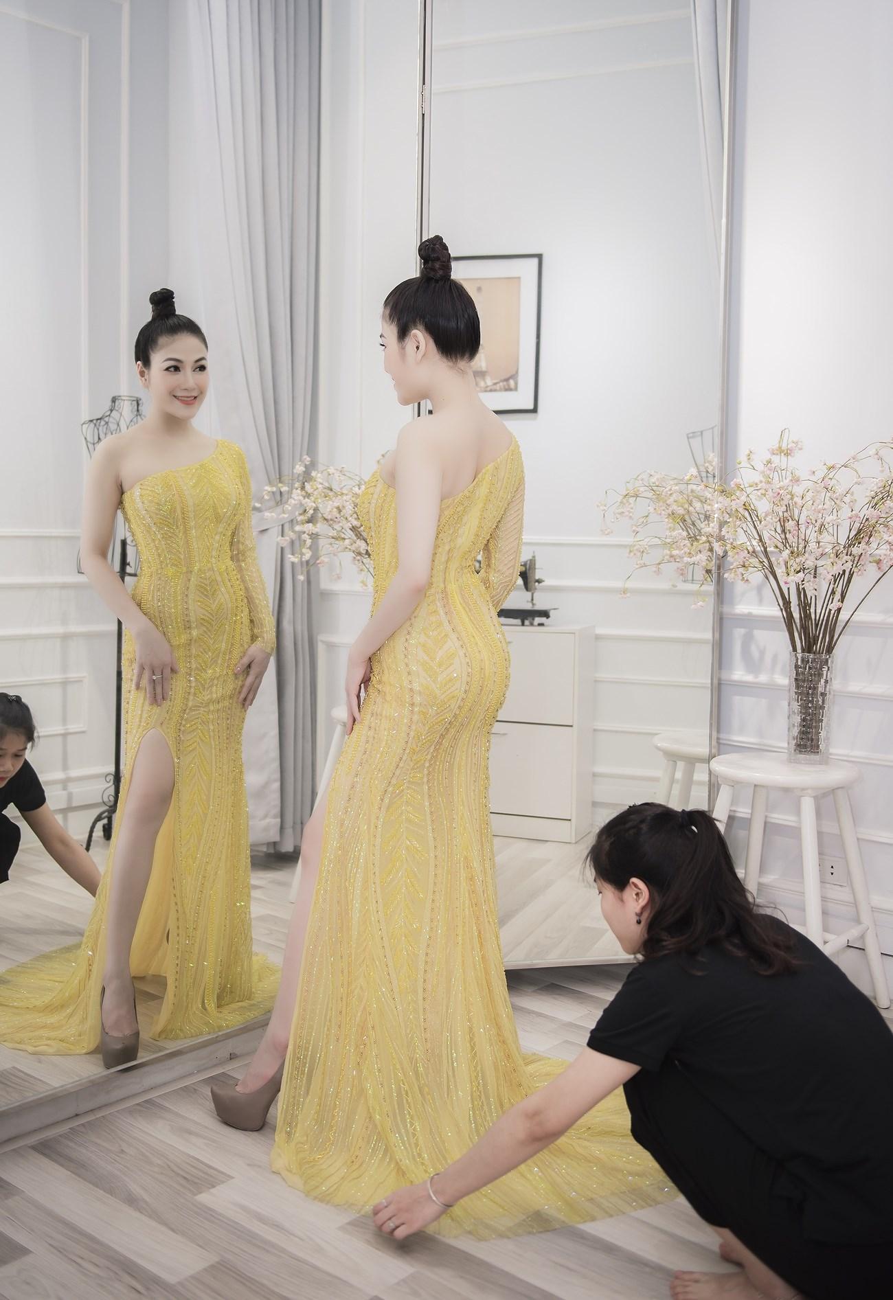 Người đẹp xứ Thanh mang 50kg trang phục tham dự LHP Cannes Ảnh 9