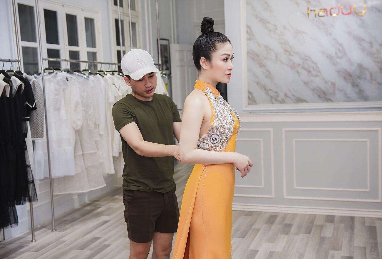 Người đẹp xứ Thanh mang 50kg trang phục tham dự LHP Cannes Ảnh 6