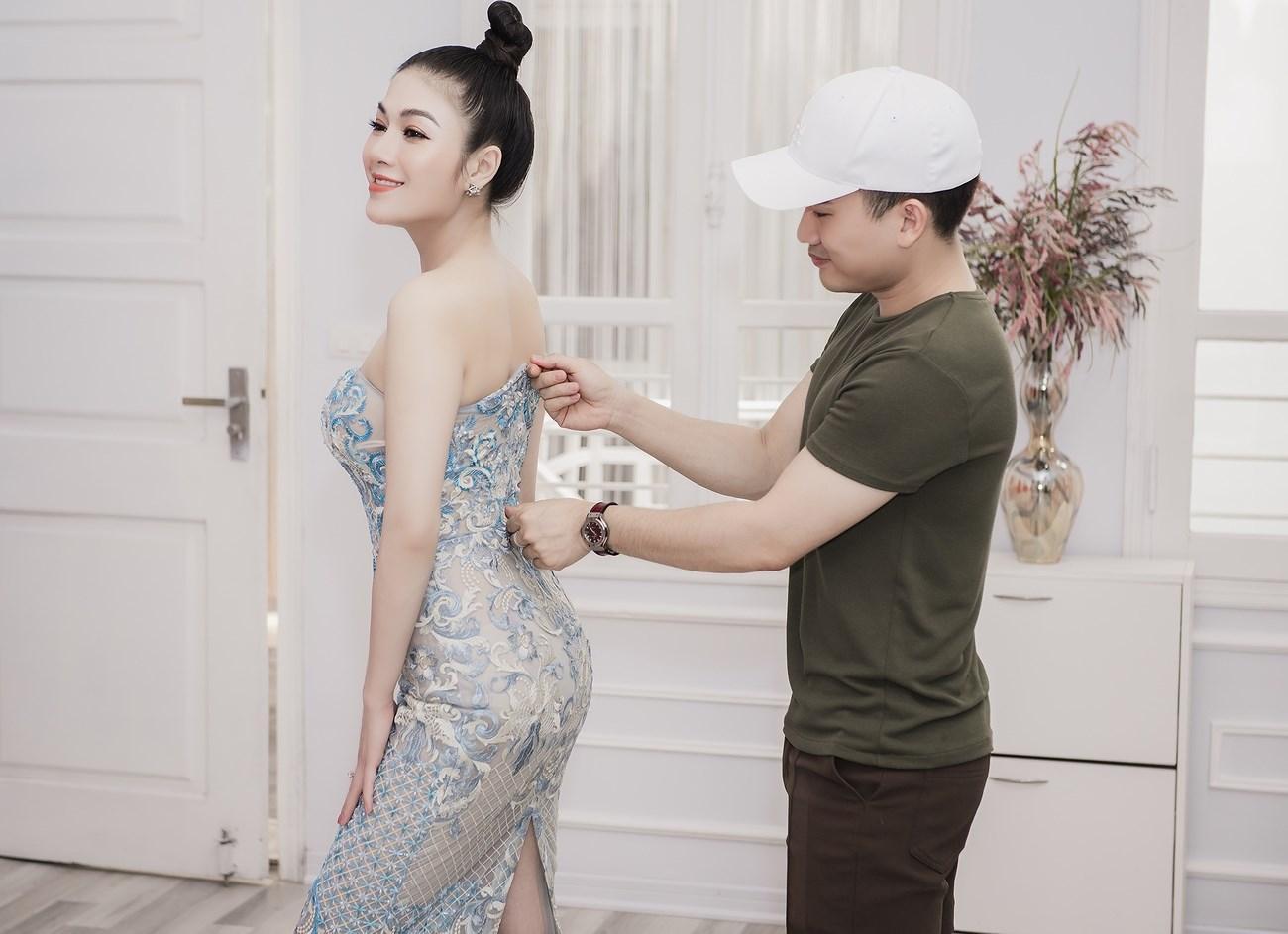 Người đẹp xứ Thanh mang 50kg trang phục tham dự LHP Cannes Ảnh 4