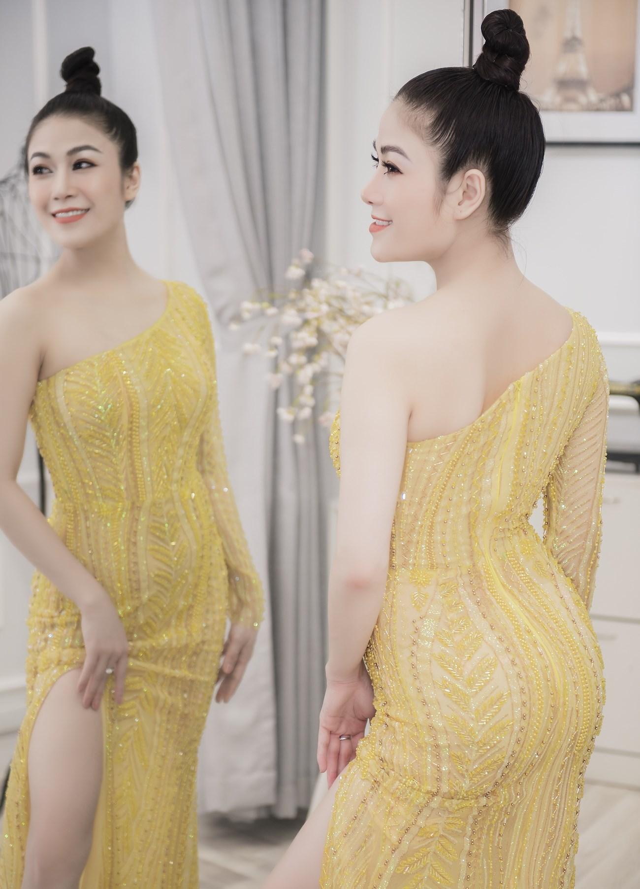 Người đẹp xứ Thanh mang 50kg trang phục tham dự LHP Cannes Ảnh 10