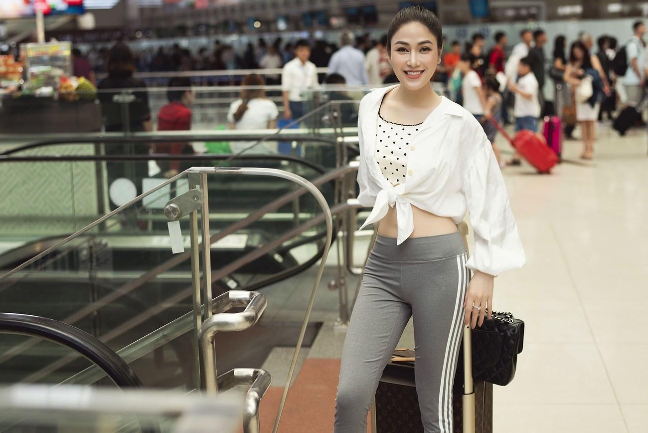 Người đẹp xứ Thanh mang 50kg trang phục tham dự LHP Cannes Ảnh 1