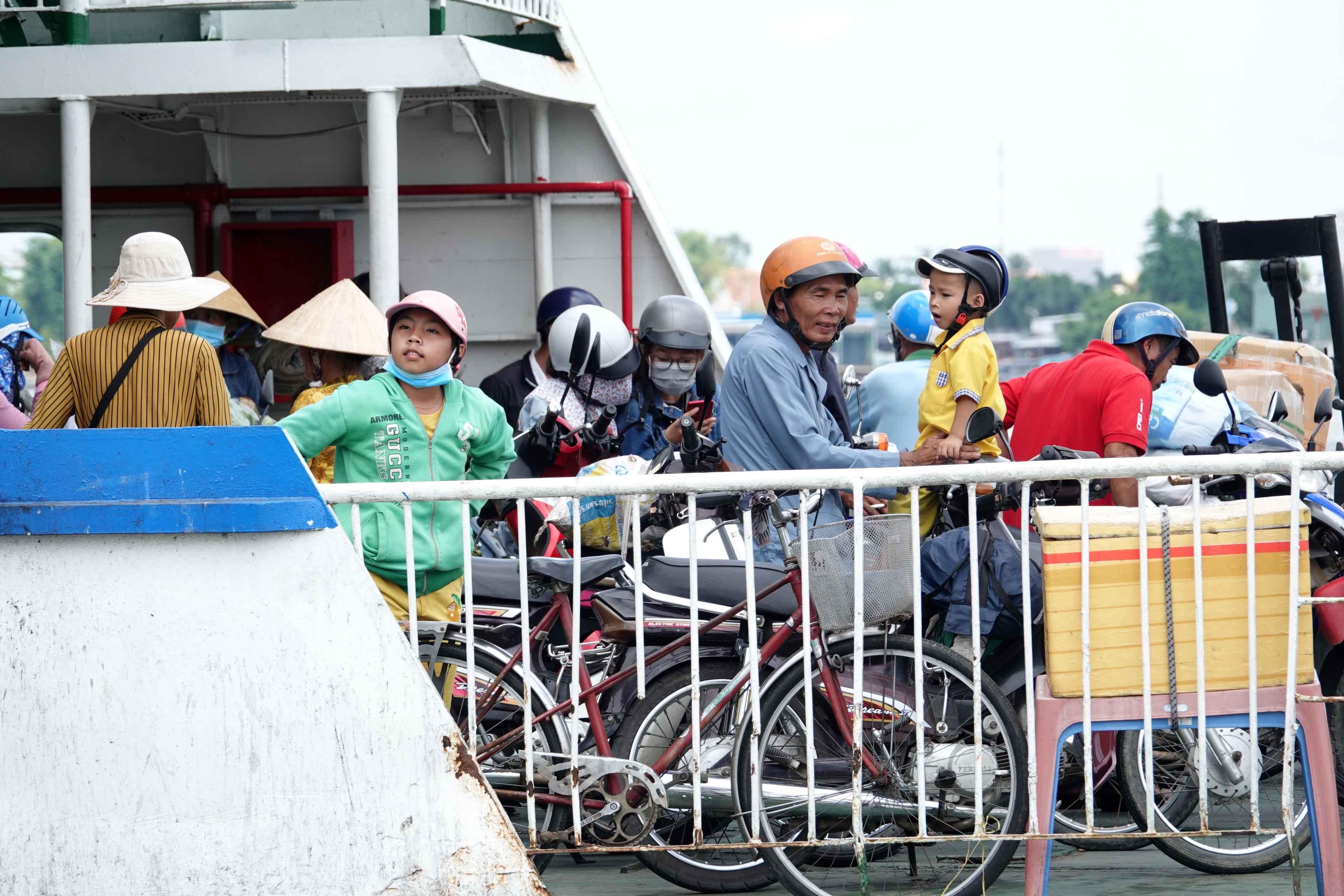 Cầu Vàm Cống ngày mai thông xe: Người miền Tây lưu luyến những chuyến phà cuối cùng Ảnh 2