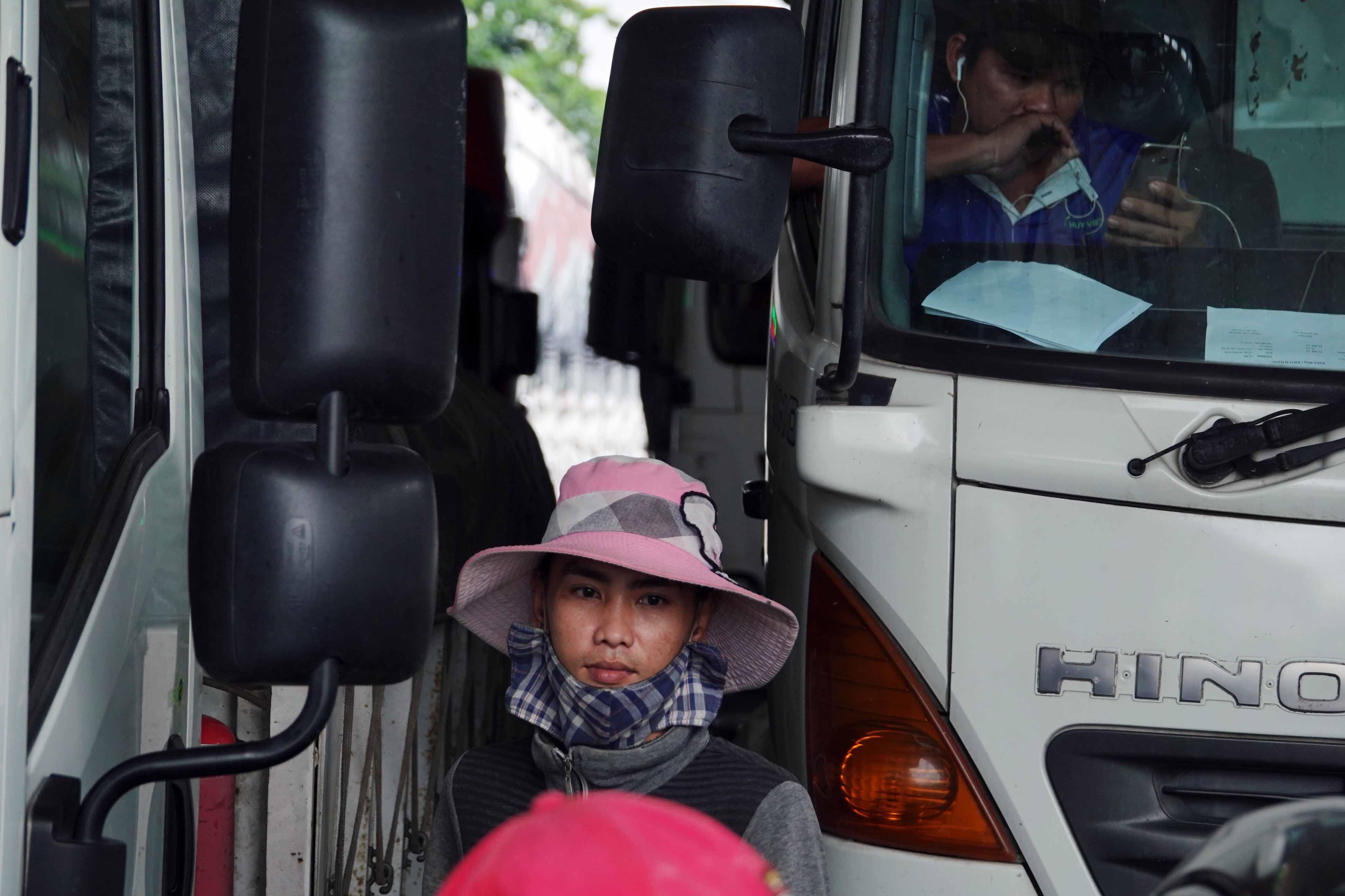 Cầu Vàm Cống ngày mai thông xe: Người miền Tây lưu luyến những chuyến phà cuối cùng Ảnh 11