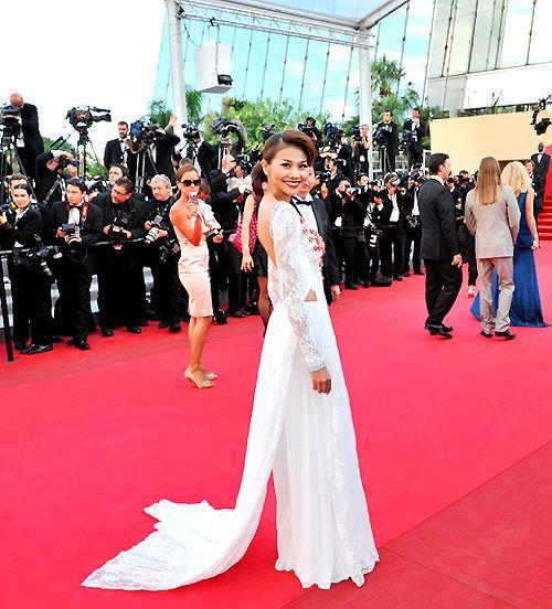 Những sao Việt nào từng khoe dáng gợi cảm ở LHP Cannes? Ảnh 17