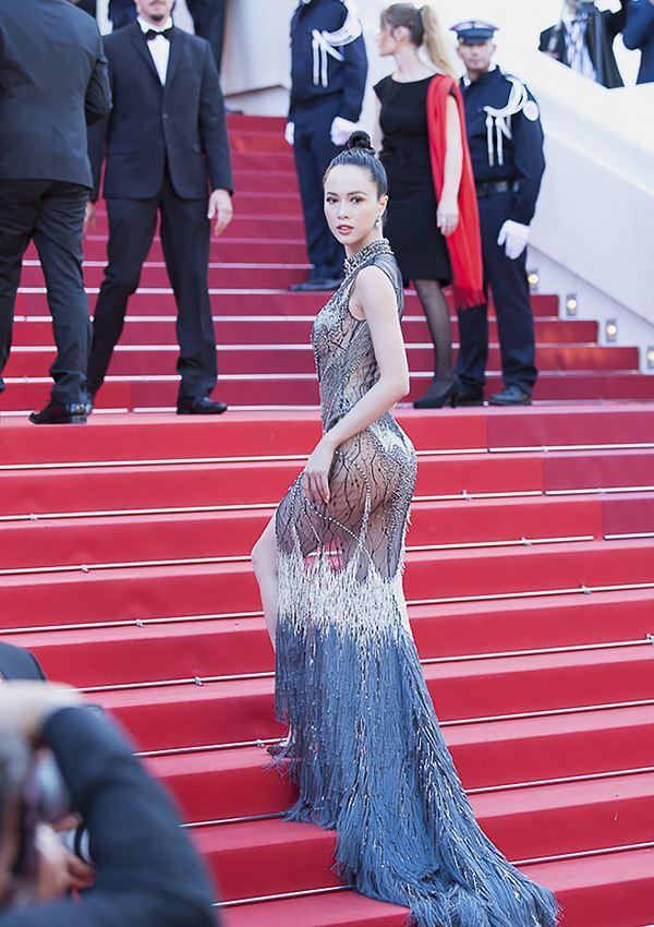 Những sao Việt nào từng khoe dáng gợi cảm ở LHP Cannes? Ảnh 14